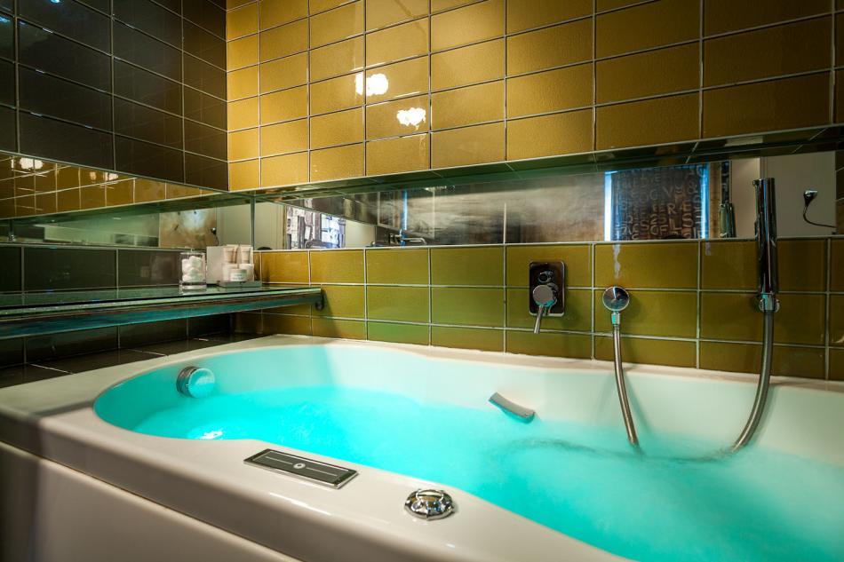Apostrophe Hotel - Balneo Rooms